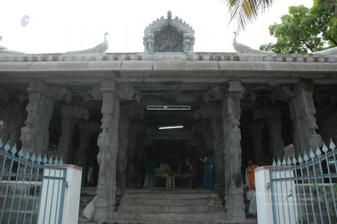ArunachaleshwaraTemple KrittikaMandapam 11Nov2006 FrontView 1 watermarked.jpg