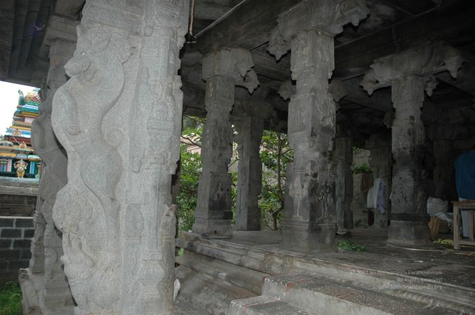ArunachaleshwaraTemple KrittikaMandapam 11Nov2006 Pillars 16 watermarked.jpg