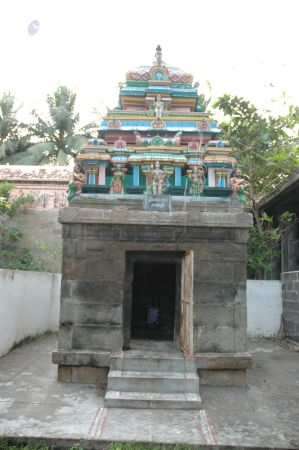 ArunachaleshwaraTemple KrittikaMandapam 11Nov2006 SubrahmanyaShrineOnRight 2 watermarked.jpg